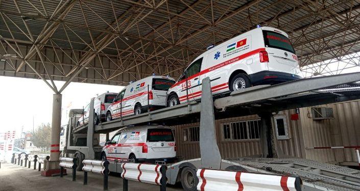 20 машин скорой помощи из Узбекистана на границе Кыргызстана