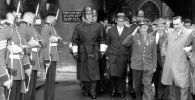 Летчик-космонавт, Герой Советского Союза Юрий Гагарин во время поездки в Великобританию в рамках международного турне.  Архивное фото