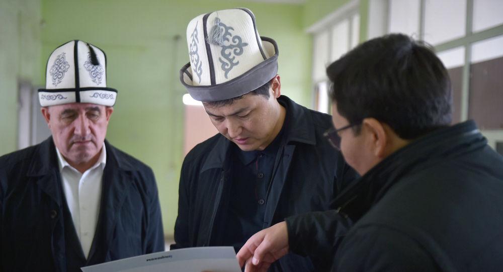 Премьер-министр Кыргызстана Улукбек Марипов в ходе рабочей поездки в Ошскую область осмотрел здания в Араванском районе, где будут располагаться центры обслуживания населения