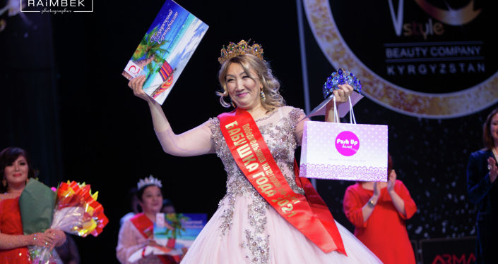 Победительница национального конкурса красоты Бабушка года во второй категории Ракия Табалдиева