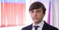 Министр просвещения РФ Сергей Кравцов во время визита в Бишкеке.