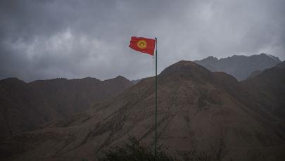 Флаг Кыргызстана на границе. Архивное фото