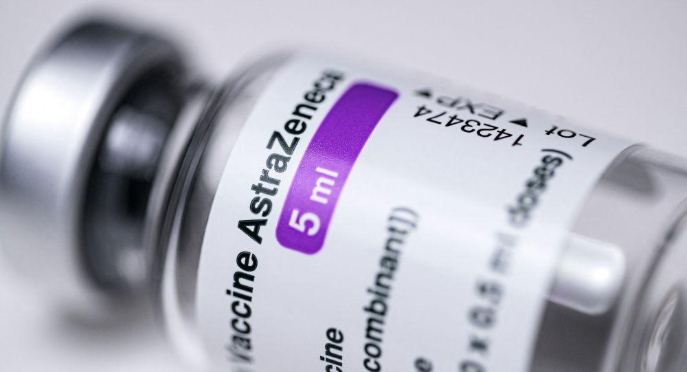 Флакон с вакциной AstraZeneca COVID-19. Архивное фото
