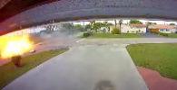 Во Флориде (США) легкомоторный самолет рухнул на движущийся автомобиль и взорвался. Погибли три человека.