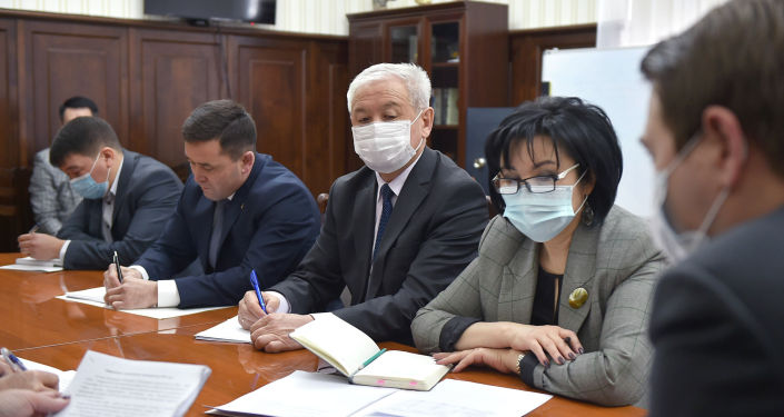 Первый вице-премьер-министр КР Артем Новиков на совещании по развитию детского и юношеского спорта