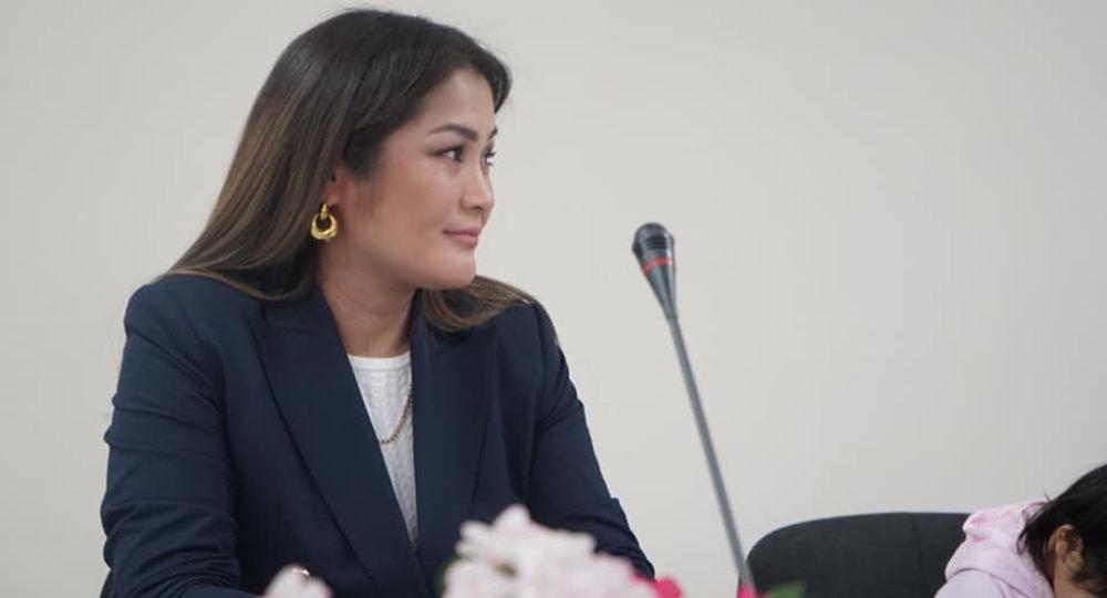 Бишкектеги милиция кызматкерлеринин жубайлары Офицердин жары медалы менен сыйланышты