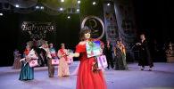 Ракию Табалдиеву провозгласили одной из самых красивых бабушек в Кыргызстане. Женщине 64 года, она победила в категории от 56 до 70 лет. Другой победительницей конкурса стала Гульмира Джалиева, ей 52 года.