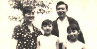 РФ ТИМинин 1-класстагы кеңешчиси, кыргыздын биринчи вьетнам таануучусу маркум Касымбай Намазбеков жубайы Эдиса Намазбекова жана кыздары менен