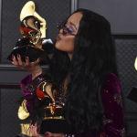 Певица H.E.R. получила награду в номинации Песня года за трек I can`t breathe
