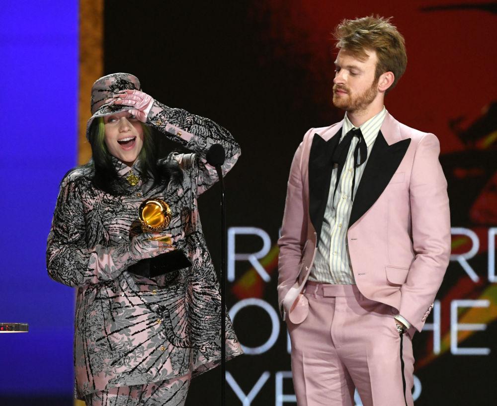 Билли Айлиш получила награду в номинации Лучшая песня, написанная для визуальных медиа вместе с братом Финнеасом О'Коннелл