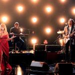 Кантри-певица Марен Моррис и гитарист Джон Мэйер на церемонии награждения