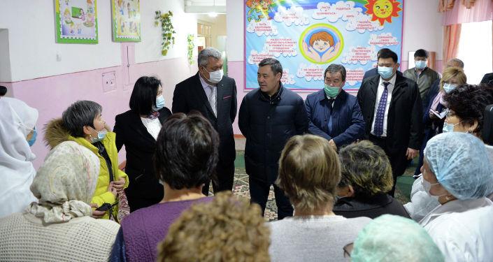 Президент КР Садыр Жапаров ознакомился с условиями проживания и оказываемой помощью детям, возвращенным из Ирака. 19 марта 2021 года