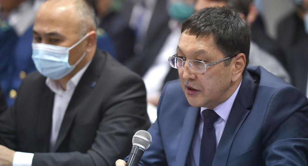 Өзгөчө кырдаалдар министри Бообек Ажикеев (оң жакта)