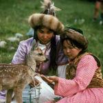 Бийик тоолуу аймакта чаарчык менен ойногон кыздар, 1969-жыл