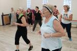 Пожилые люди во время занятий. Архивное фото