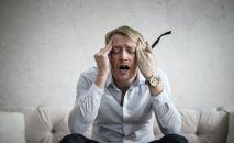 Мужчина во время головной боли. Архивное фото
