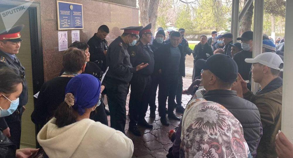 Ак-Ордо, ТЭЦ-2 жаңы конуштарынын митингге чыккан тургундары