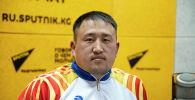 Член национальной сборной по паралимпийской легкой атлетике Адилет Камчыбеков во время беседы на радио Sputnik