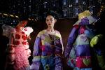 Каада-салт менен айкалышкан футуризм. Кытайда өткөн мода жумалыгынан 14 сүрөт