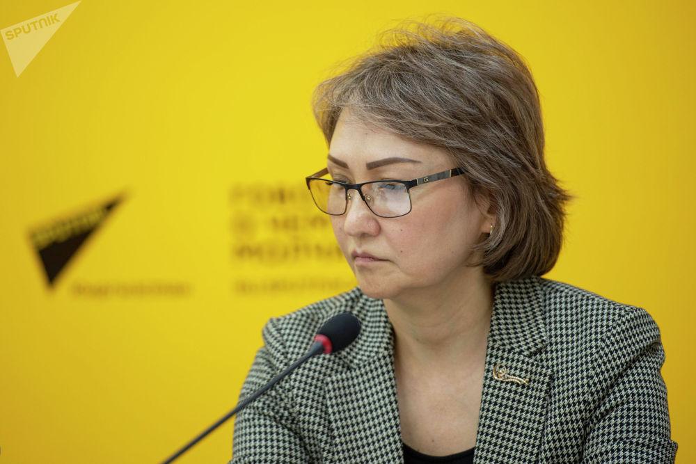 Начальник Городского управления здравоохранения Бактыгуль Исмаилова во время брифинга в пресс-центре Sputnik Кыргызстан