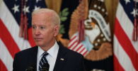 Президент США Джо Байден слушает вопрос на своей первой официальной пресс-конференции в Восточном зале Белого дома в Вашингтоне. США, 25 марта 2021 года