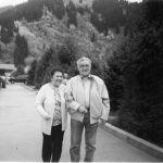 Вместе с супругой Нелей Юсуповой, награжденной орденами Манас первой и второй степени, они вырастили двух дочерей и сына