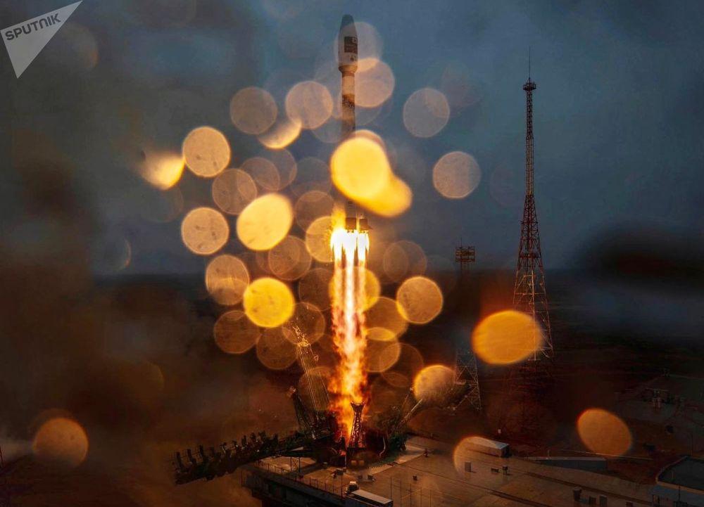 Старт ракеты-носителя Союз-2.1а с разгонным блоком Фрегат с космодрома Байконур. Корабль доставил на расчетные орбиты 38 спутников из 18 стран.