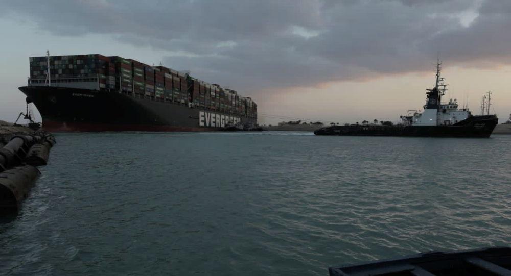 Контейнеровоз Ever Given севший на мель в Суэцком канале, Египет