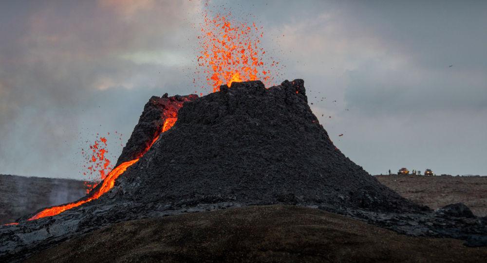 Извержение вулкана Фаградальсфьяль на полуострове Рейкьянес на юго-западе Исландии. 23 марта 2021 года