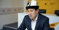 Акын-импровизатор, комузист Идрис Айитбаев в офисе Sputnik Кыргызстан
