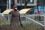 Бишкекте беткап кийген аял. Архив