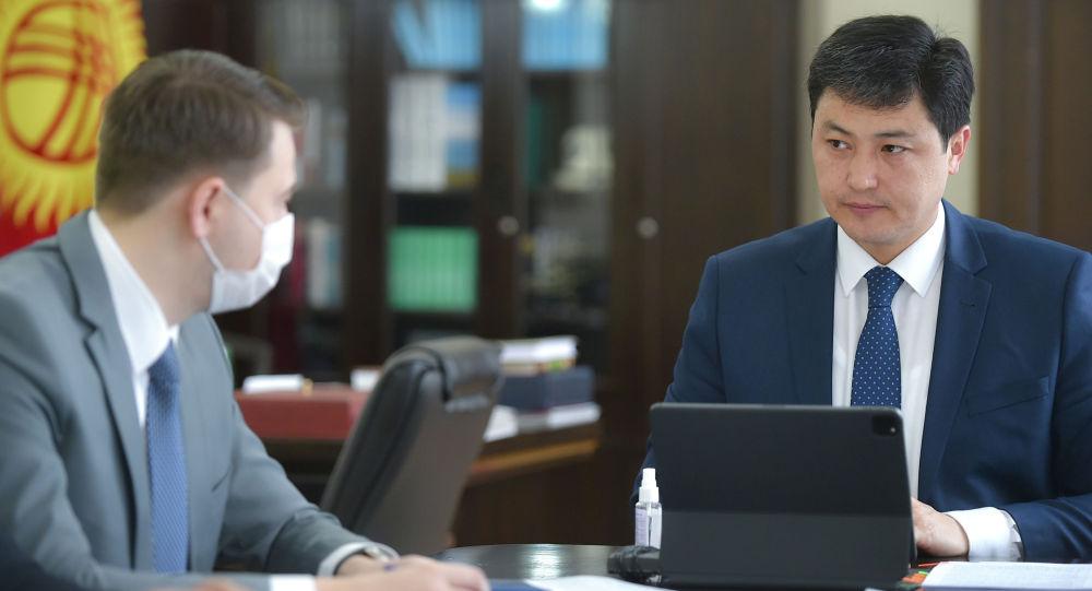 Премьер-министр Улукбек Марипов эпидемиологиялык абалга тийиштүү кеңешме учурунда