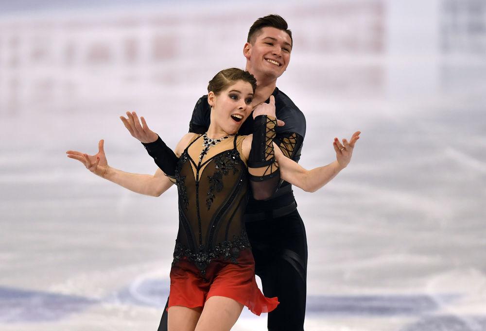 Россиялык муз тебүүнүн чеберлери Анастасия Мишина менен Александр Галлямов дүйнө чемпионатынын алтын байгесин жеңип алышты