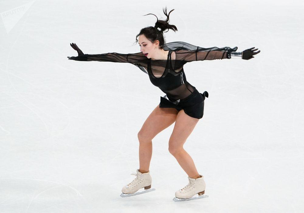 Елизавета Туктамышева алты жылдык тыныгуудан соң дүйнө чемпионатында кыска программа аткарып жатат. Спортчу экинчи орунду ээлеп, 47 миң доллар акчалай байге утту