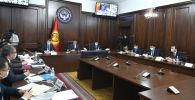 Премьер-министр Улукбек Марипов өкмөттүн жыйыны учурунда