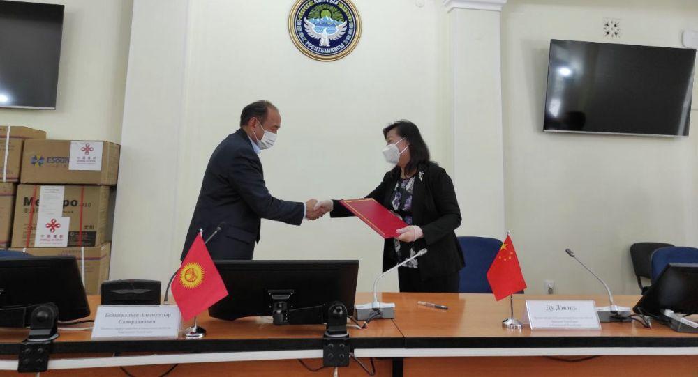 Кытай Кыргызстанга кезектеги гуманитардык жардам бергенин Саламаттык сактоо жана социалдык өнүктүрүү министрлиги билдирди