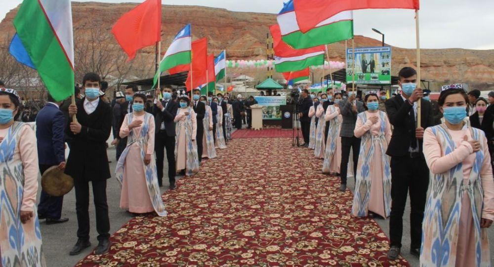 Баткен облусунун Өзбекстан менен чек аралаш жеринде жайгашкан Кайтпас жана Өтүкчү өткөрүү пунктуларынын иши жанданды