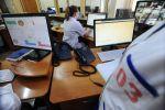 Диспетчеры за работой на станции скорой медицинской помощи. Архивное фото