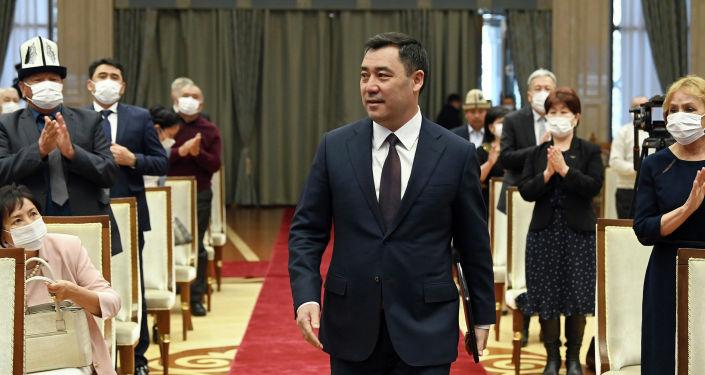 Президент Кыргызстана Садыр Жапаров на торжественной церемонии вручения государственных наград отличившимся гражданам