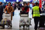 Пассажиры в терминале аэропорта Шереметьево. Архивное фто