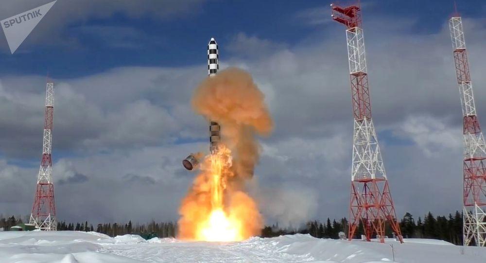 Россиянын Сармат континенттер аралык жаңы баллистикалык ракетасын сыноо