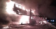 В Сокулукском районе сгорел трал, перевозивший легковые автомобили