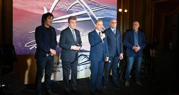 Руководители и члены жюри международного музыкального фестиваля Дорога на Ялту