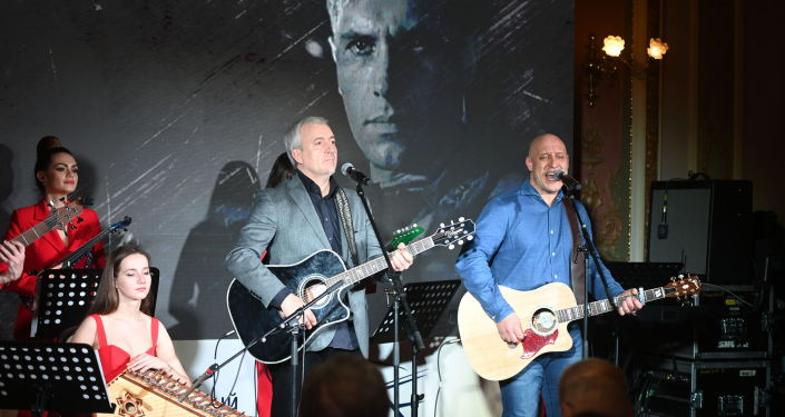 Музыканты выступают на международном фестивале Дорога на Ялту