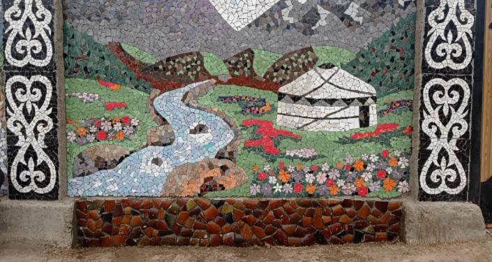Работы художницы Бегимгул Жолдошбековой созданные с помощью кафеля