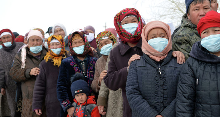 Этнические кыргызы, переселившимися в село Талды-Суу Алайского района Ошской области во время встречи с президентом КР. 04 апреля 2021 года