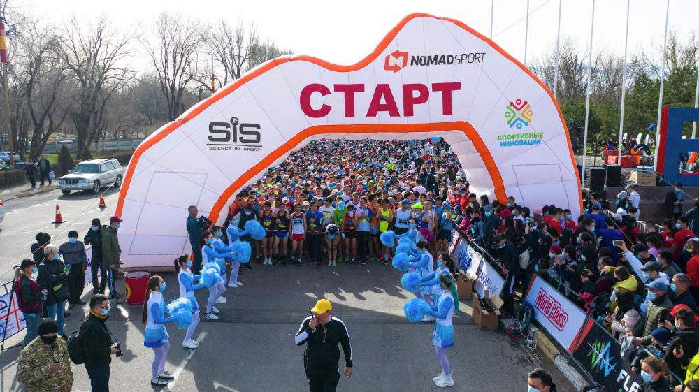 Стартовая зона массового забега Jaz Demi в Бишкеке. 04 апреля 2021 года