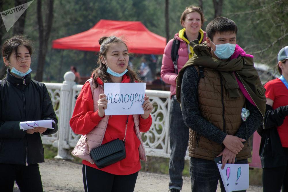 Болельщики массового забега Jaz Demi в Бишкеке. 04 апреля 2021 года