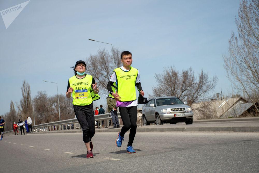 Участники массового забега Jaz Demi в Бишкеке. 04 апреля 2021 года