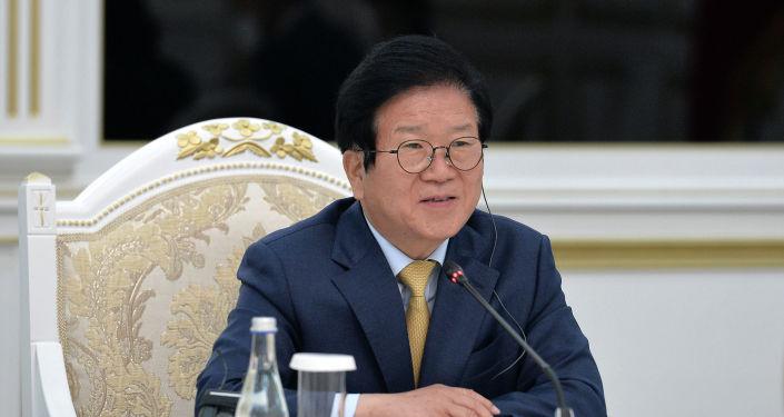 Спикер Национальной Ассамблеи Республики Корея Пак Бён Соком во время встречи с президентом КР. 05 апреля 2021 года